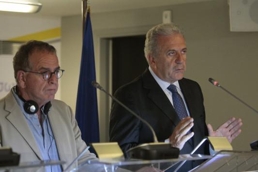 Συνάντηση Αβραμόπουλου – Μουζάλα για την κατάσταση των προσφύγων λόγω κακοκαιρίας
