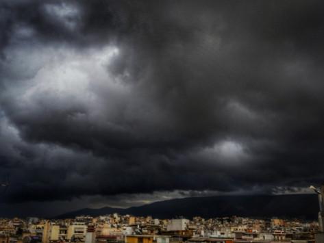 """Καιρός: Η Αριάδνη έφερε παρέα τον... Βίκτορα: Που θα """"χτυπήσουν"""" βροχές, καταιγίδες, χιόνια"""