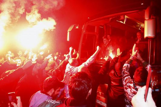 Ολυμπιακός – Παναθηναϊκός: Χαμός! Υποδοχή... θριαμβευτών στο ΟΑΚΑ [pics]