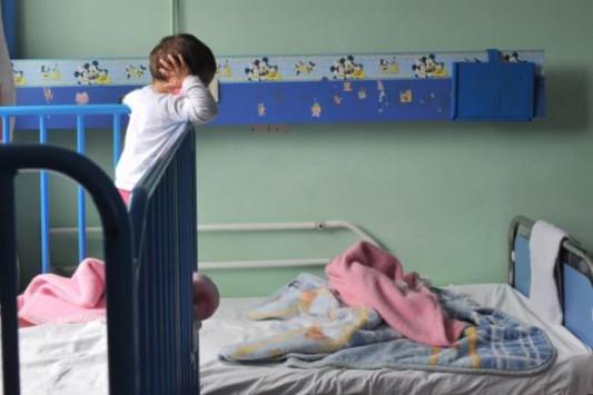 Πάτρα: Η μάνα παράτησε τα παιδιά της! `Δώστε τα για υιοθεσία!`