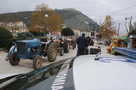 Μπλόκα αγροτών από Δευτέρα - Βάζουν μπροστά τα τρακτέρ