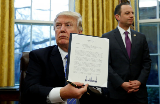 Ξανά στη… μέγγενη οι ΗΠΑ – Ο νόμος Ρίγκαν που επανέφερε ο Τραμπ