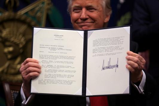 Απαγορευμένες Πολιτείες Αμερικής - Το διάταγμα - έκτρωμα που υπέγραψε ο Ντόναλντ Τραμπ! Τι προβλέπει