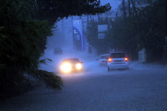 Καιρός: Νέο κύμα κακοκαιρίας – Βροχές και χιόνια από το απόγευμα