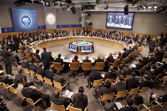 ΔΝΤ: Μείωση αφορολόγητου και συντάξεων – Ελάφρυνση χρέους