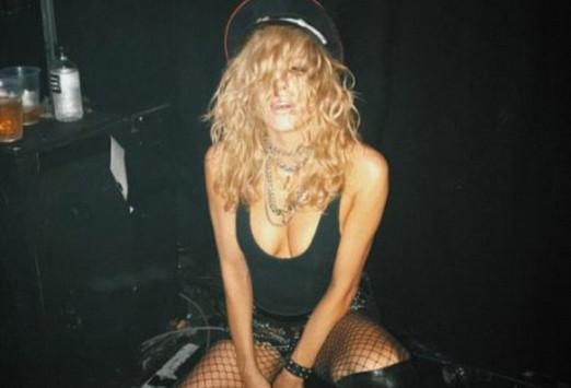 Οι τόπλες φωτογραφίες της Imogen τρέλαναν το ίντερνετ [pics]