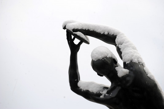 Καιρός: Πέφτει το θερμόμετρο, έρχονται χιόνια και στην Αττική