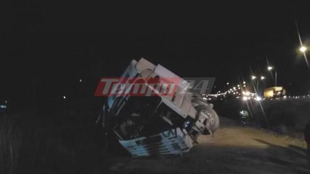 Τούμπαρε νταλίκα στην Πάτρα - Τραυματίστηκε ο οδηγός