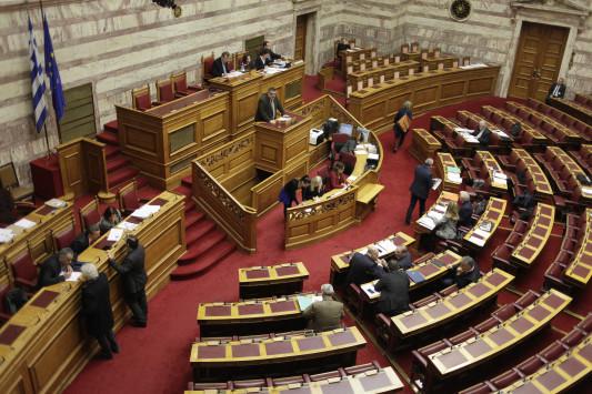 Ψηφίσθηκε η τροπολογία για τους πυροσβέστες πενταετίας