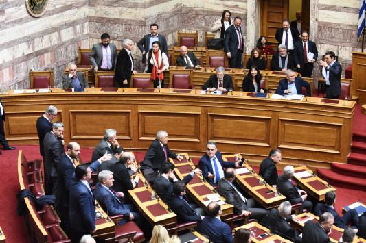Πακέτο τα μέτρα στη Βουλή για να περάσουν χωρίς απώλειες