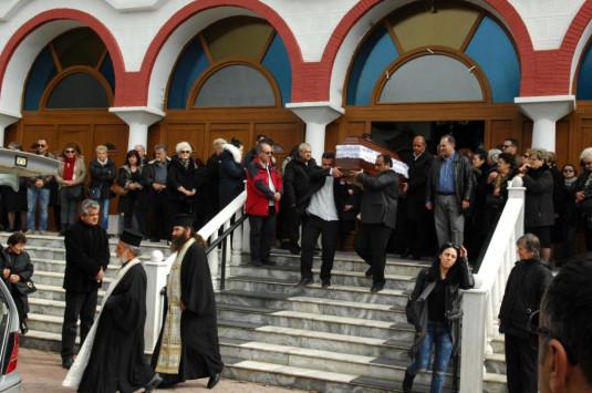 Τροχαίο Αθηνών - Λαμίας: Σπαραγμός! Κόσμος από όλη την Ελλάδα στην κηδεία μάνας και παιδιού [vid]
