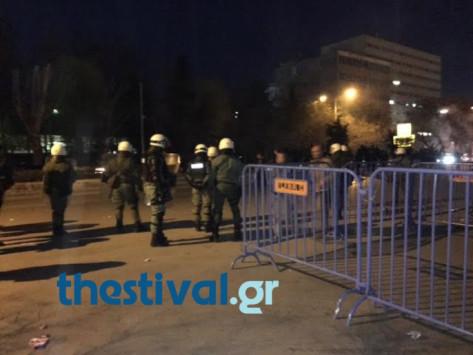 Πέτρες και φωτοβολίδες στο Αλεξάνδρειο! Επεισόδια μεταξύ οπαδών - αστυνομίας στο Final 4 βόλεϊ ανδρών
