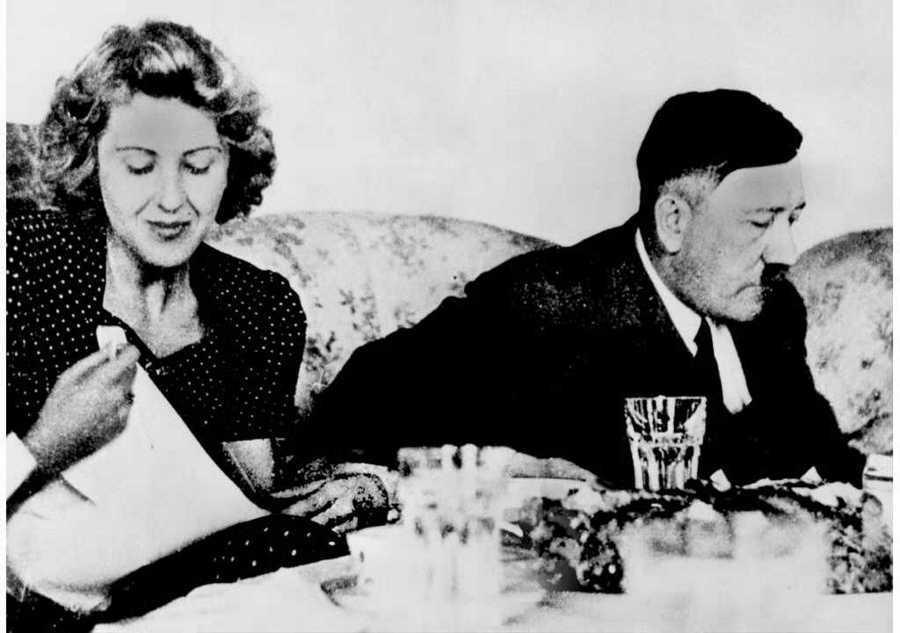 Αδόλφος Χίτλερ και Εύα Μπράουν δειπνούν