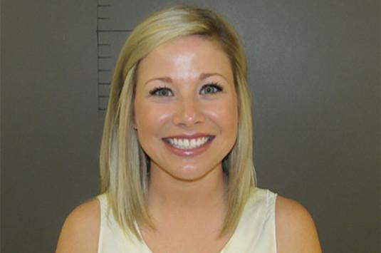 Έκανε έρωτα με μαθητή της και πόζαρε χαμογελαστή στη φωτογραφία σύλληψης!
