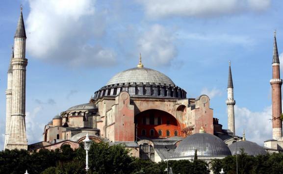 Προσευχή Ερντογάν στην Αγιά Σοφιά πριν το δημοψήφισμα