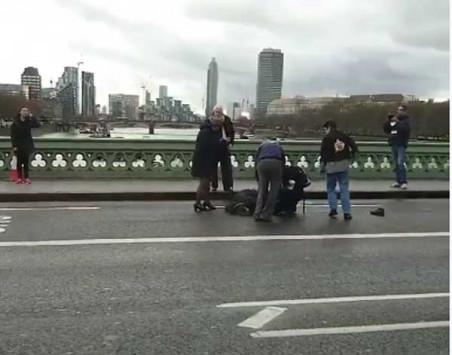 Πυροβολισμοί και εκρήξεις έξω από το βρετανικό κοινοβούλιο!