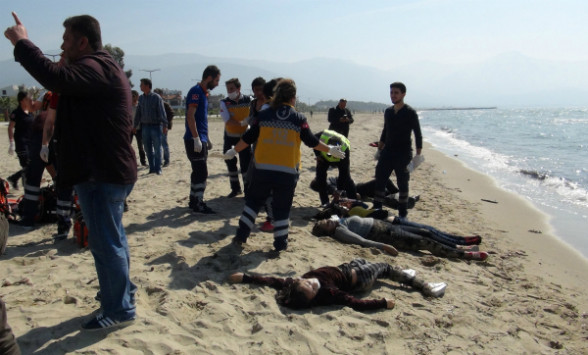Σκληρές εικόνες από ναυάγιο στο Αιγαίο: 5 παιδιά ανάμεσα στους 12 νεκρούς