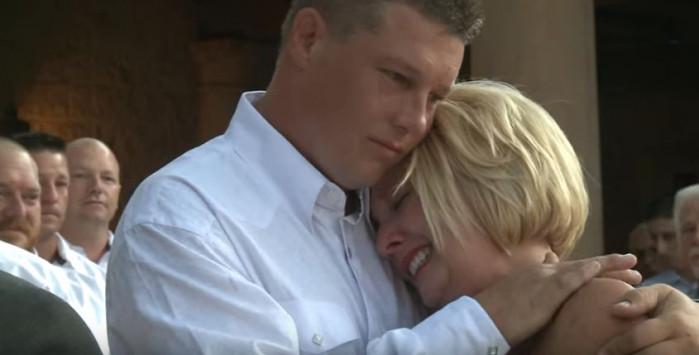 Γαμπρός αποκαλύπτει στη νύφη το μυστικό που της έκρυβε για μήνες...Μπορεί να περπατήσει και πάλι! [vid]
