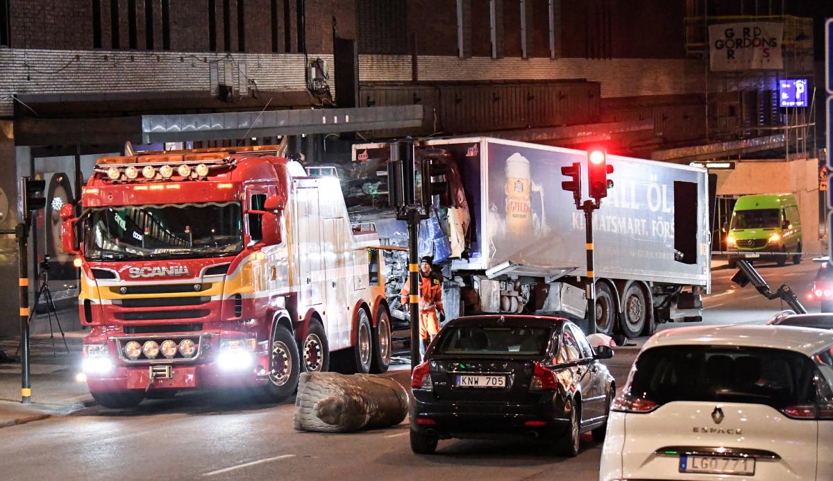 Η μεταφορά του φορτηγού το βράδυ της Παρασκευής