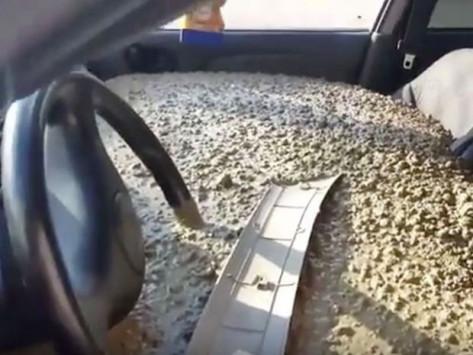 Εξοργίστηκε με τη γυναίκα του και της γέμισε το αυτοκίνητο με… μπετό! [vid]