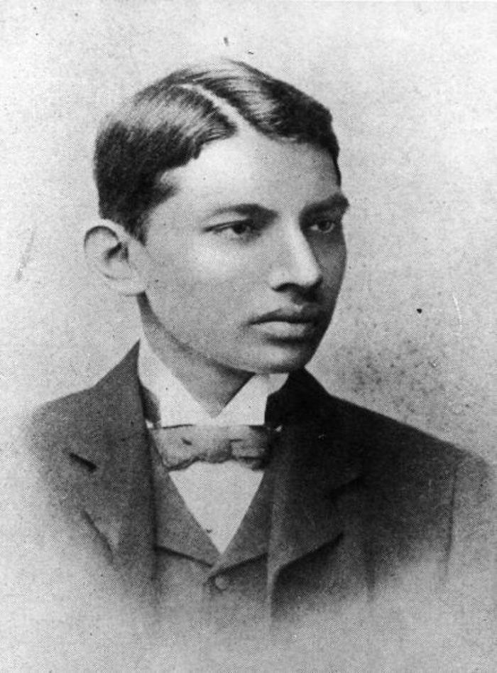Ο Μαχάτμα Γκάντι το 1887 ως φοιτητής νομικής
