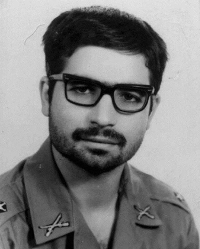 Ο Ιρανός πρόεδρος, Χασάν Ροχανί, στις αρχές του 1970 και κατά την διάρκεια της στρατιωτικής του θητείας
