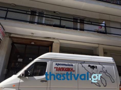 Θεσσαλονίκη: 18χρονη βούτηξε στο κενό - Ο καυγάς που προηγήθηκε και η πτώση στην οροφή φορτηγού [pic]