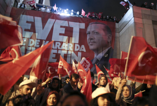 """Τουρκία – Δημοψήφισμα: Νίκησε ο... διχασμός! """"Ναι"""" στον Ερντογάν, αλλά με μεγάλες απώλειες - Αμφισβητεί το αποτέλεσμα η αντιπολίτευση"""