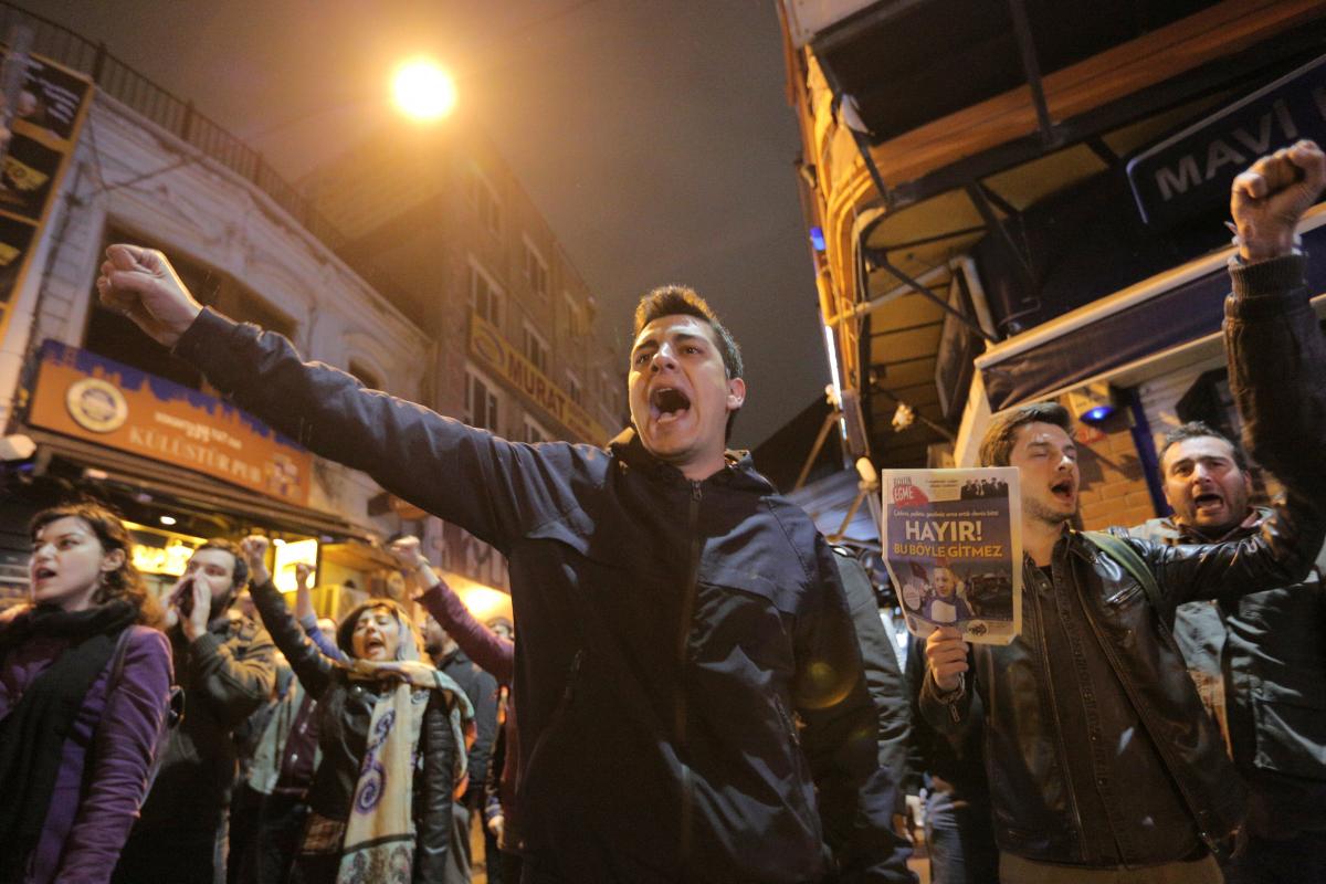 Υποστηρικτές του Οχι διαδηλώνουν στην Κωνσταντονούπολη