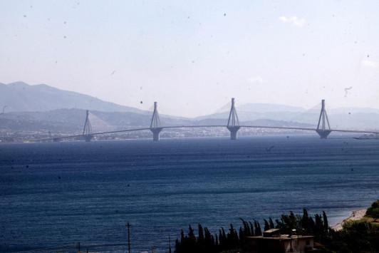 Ξύλο μεταξύ οδηγών στη Γέφυρα Ρίου - Αντιρρίου! Τον έδειρε και... έφυγε