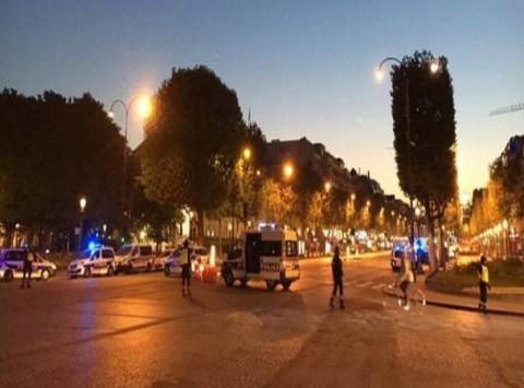 Πυροβολισμοί στο Παρίσι! Νεκρός αστυνομικός - `Πιθανότατα τρομοκρατική ενέργεια` - LIVE εικόνα