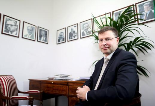 Ντομπρόβσκις: Να ολοκληρωθεί το συντομότερο η δεύτερη αξιολόγηση