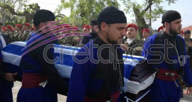 Συντριβή ελικοπτέρου: Παλικάρια της Κρήτης οδήγησαν τον Γιάννη Τζανιδάκη στην τελευταία του κατοικία [pics, vid]