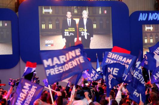 Εκλογές Γαλλία LIVE: Μακρόν - Λε Πεν στον δεύτερο γύρο σύμφωνα με τα exit polls - Bloomberg: Νικήτρια του α' γύρου με 24,9% η Λε Πεν!