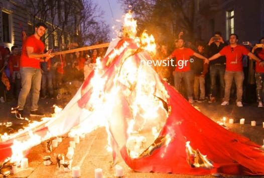 Επέτειος γενοκτονίας Αρμενίων: Έκαψαν την τουρκική σημαία μπροστά απο την Ρηγίλλης