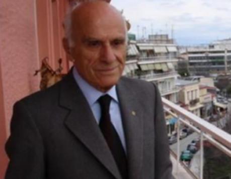 Τρίκαλα: Αυτός είναι ο γιατρός που έκρυβε 1.700.000 ευρώ σε χρηματοκιβώτιο - Η άγνωστη ιστορία του [pics]