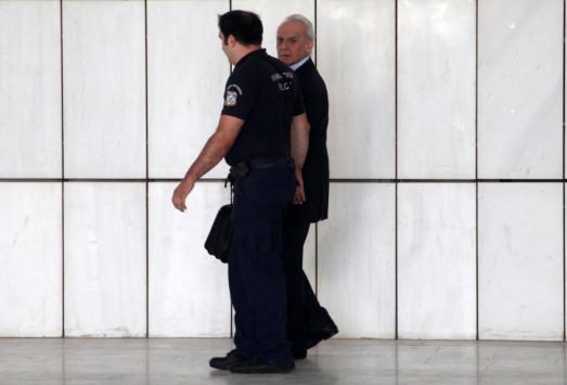 """`Άστραψε και βρόντηξε` ο Άκης με την καθυστέρηση της αποφυλάκισης του! """"Στο πόδι"""" ο Κορυδαλλός από τις φωνές του"""