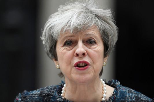 `Μύδροι` Μέι! `Ευρωπαίοι αξιωματούχοι επιχειρούν να επηρεάσουν τις βρετανικές εκλογές`