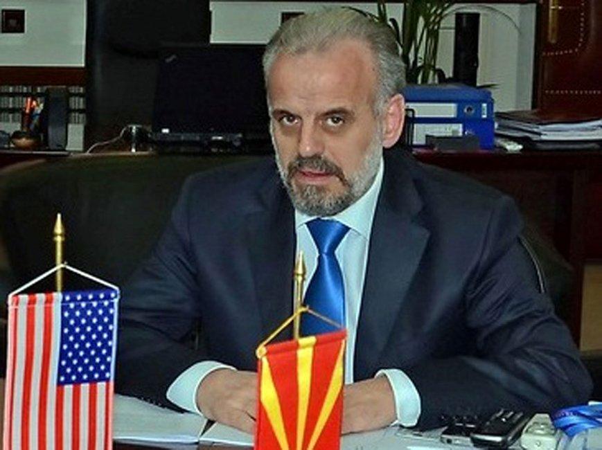 Ο Τζαφέρι ως υπουργός Άμυνας με τη σημαία της Αλβανίας... απούσα - Φωτογραφία Έθνος