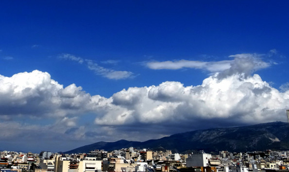 Καιρός: Τοπικές βροχές αλλά και υψηλές θερμοκρασίες την Τετάρτη
