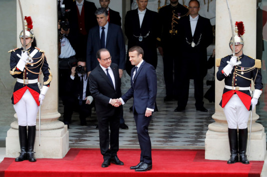Ο Μακρόν αναλαμβάνει την προεδρία της Γαλλίας - Ζωντανή εικόνα