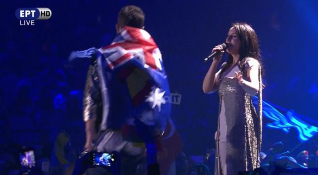Eurovision 2017 – Τελικός: Κατέβασε το παντελόνι του και έδειξε τα οπίσθια του πάνω στη σκηνή!