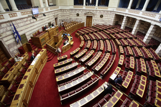 Κατατέθηκε στη Βουλή το Πολυνομοσχέδιο της συμφωνίας με τους δανειστές