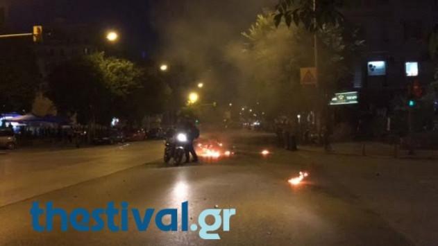 Χτύπησαν άνδρα της τροχαίας και έκαψαν τη μηχανή του στη Θεσσαλονίκη! [vid]
