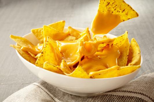 Μητέρα τριών παιδιών έμεινε ΠΑΡΑΛΥΤΗ από λιωμένο τυρί για νάτσος – Τι είναι η αλλαντίαση [vid]