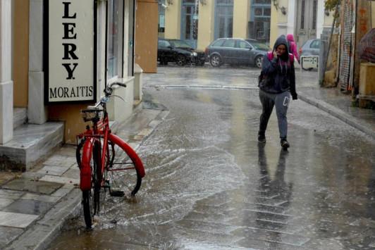 Καιρός: Ξαφνικά... Χειμώνας με βροχές και καταιγίδες - Που θα χτυπήσει η κακοκαιρία