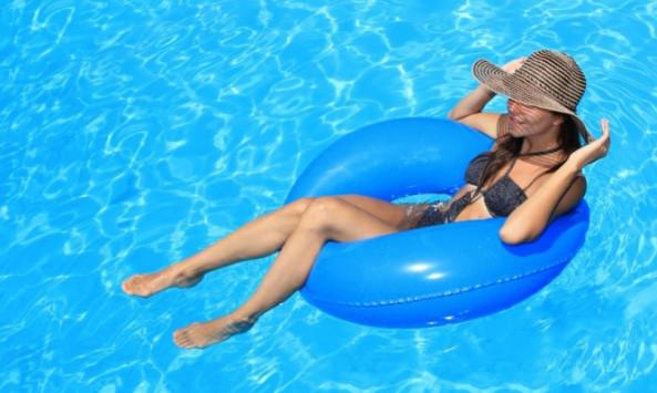 Ουρολοίμωξη και κολύμπι το καλοκαίρι: Τι πρέπει να ξέρετε