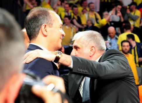 Ζέλικο Ομπράντοβιτς: Αγκάλιασε τους Αγγελόπουλους... και έγραψε με μια ατάκα!