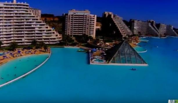 Είναι η μεγαλύτερη πισίνα του κόσμου! Πού βρίσκεται [vid]