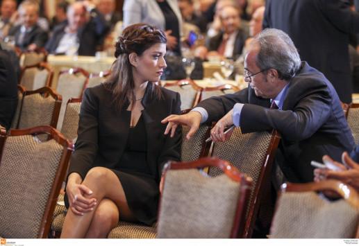 Η Κατερίνα Νοτοπούλου τράβηξε τα βλέμματα στην ομιλία Τσίπρα! [pics]